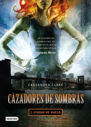 Portada de Cazadores De Sombras 1: Ciudad De Hueso (2009)